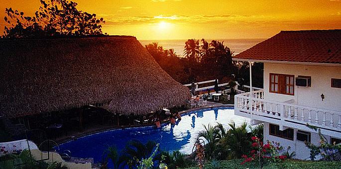 Tamarindo vista villas tamarindo beach guanacaste for Villas vista suites